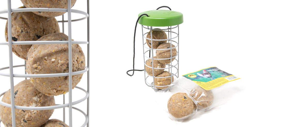 Les boules de nourriture Feldy ont été conçues spécialement pour être utilisées avec le Distributeur de nourriture Caddi. Enrichies en calcium, elles renforceront la coquille des œufs de vos poules.