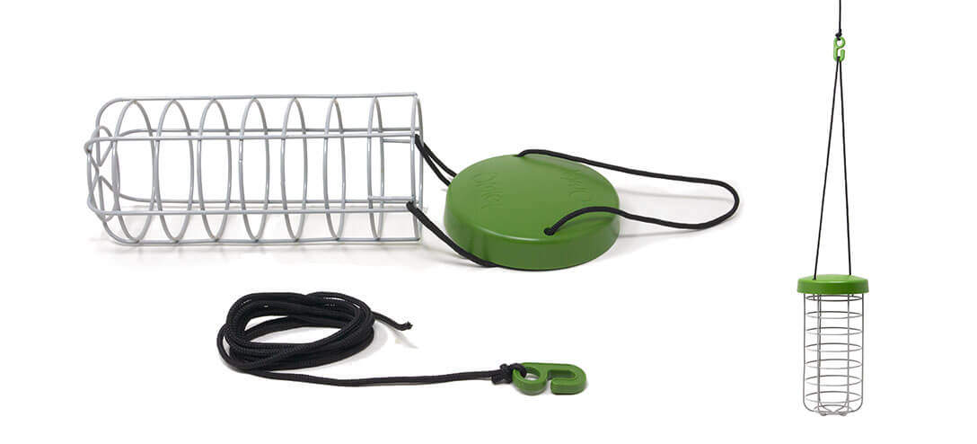 Made from heavy duty welded steel, the Caddi Rabbit Feeder is both strong and durable. It features a waterproof rain cap and adjustable nylon string which means it can be hung from any rabbit run