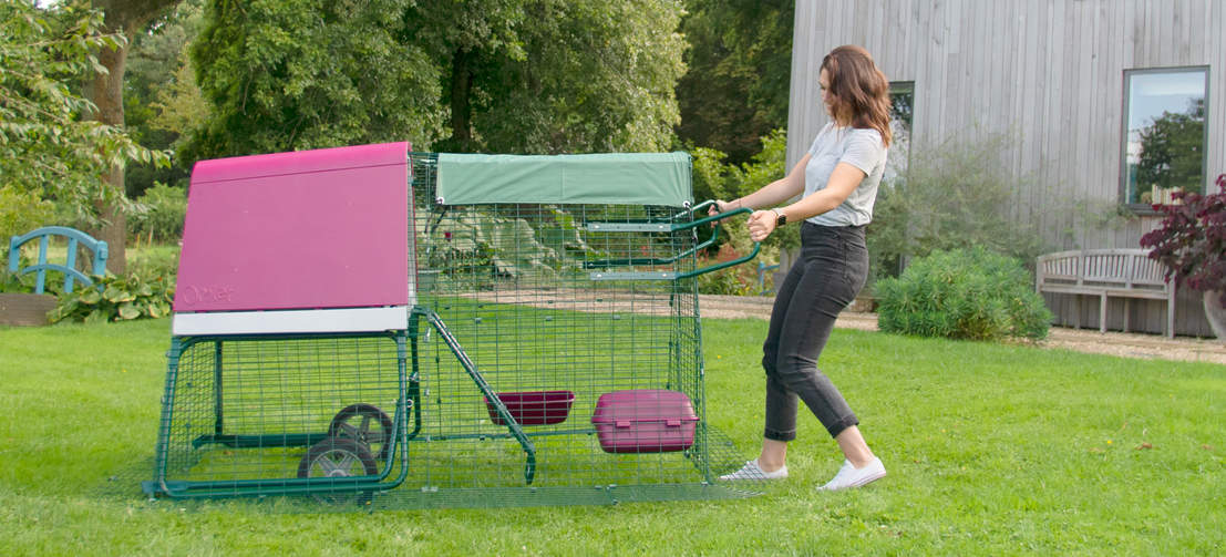 With the optional wheels you'll find moving the Eglu to a fresh patch of grass a breeze.