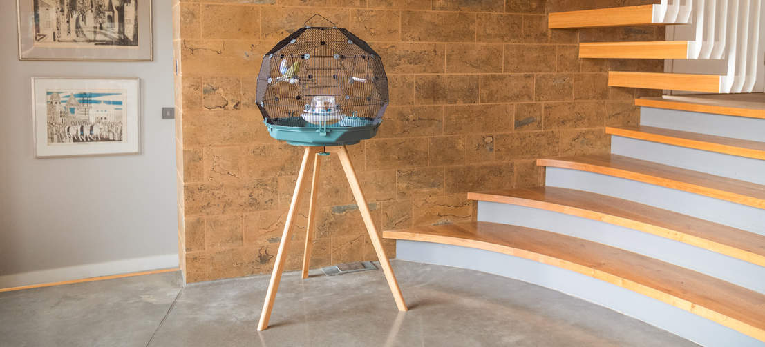 Thanks to its practical design features, including the no-spill feeder and paper liners, the Geo is an incredibly low maintenance bird cage