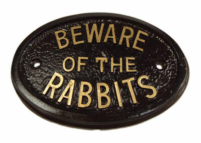 """Beware of the Rabbits"" skilt"