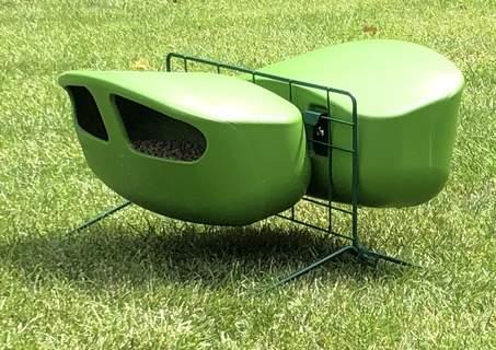 green feeder stand