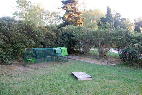 Un poulailler qui s'intègre bien dans la jardin