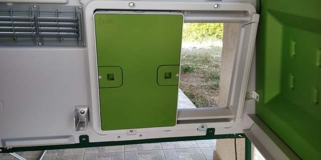 Vue de la porte de l'intérieur d'un eglu cube