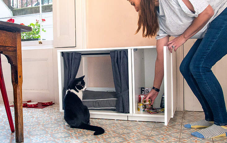 The Maya Nook is available with a fully integrated closet which offers a practical storage solution for cat toys, cat treats, grooming accessories and other feline favorites