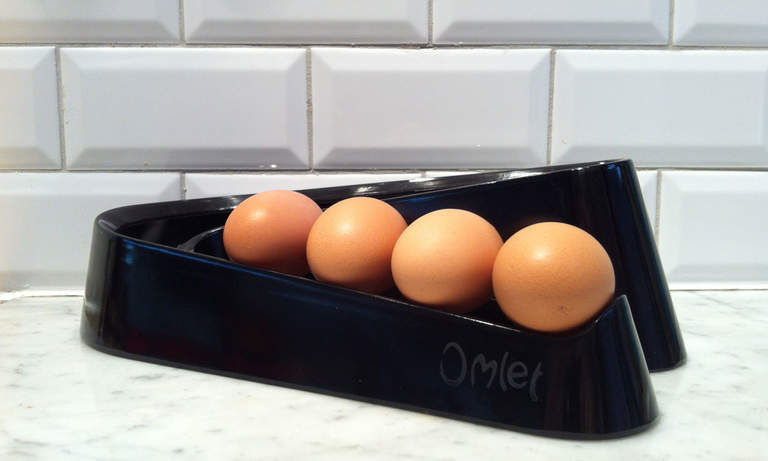 Black Egg Ramp on a marble worktop