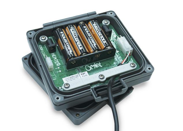 Der Türöffner wird durch 4 AA Batterien angetrieben