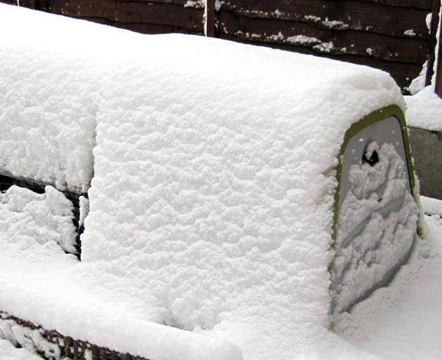 Conejera Eglu Go cubierta de nieve.