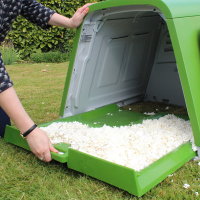 Removing the Eglu Go Rabbit Hutch bedding tray