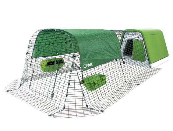 Hønsegården har en frilandsdør, så dine høns kan komme ud og strejfe omkring i haven.