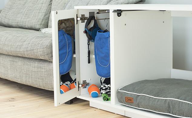 Die integrierte Garderobe sorgt dafür, dass die Hundesachen in Ordnung bleiben
