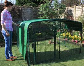 Associez les différentes bâches pour protéger vos lapins de la pluie et du vent.