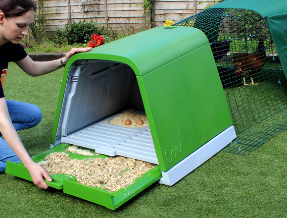 The slide out dropping tray makes cleaning your chicken coop simple
