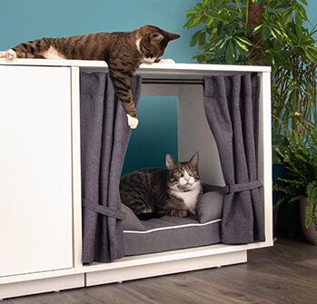 Gardinerna till Maya Nook skapar en avskärmad plats för din katt