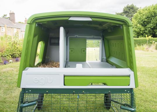 Le portier automatique s'adapte sur le Grand Poulailler Eglu Cube