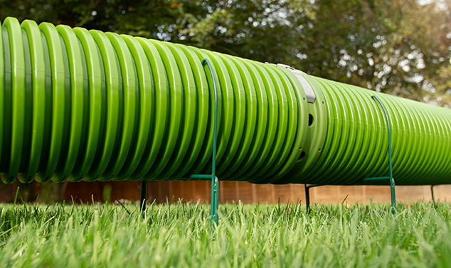 Lyft upp tunnlarna över din gräsmatta med de smarta ställen